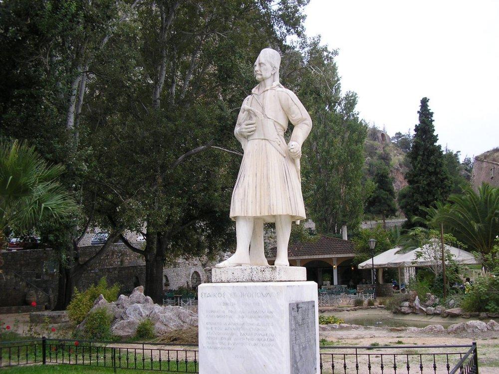 άγαλμα στάϊκου σταϊκόπουλου
