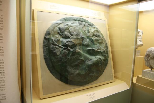 Σπαρτιατική ασπίδα από την μάχη της Πύλου_425 πΧ_μουσείο Στοάς Αττάλου