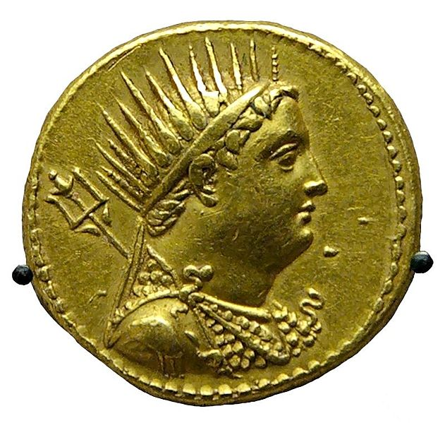 Χρυσό οκτάδραχμο του Πτολεμαίου Γ', το οποίο εξέδωσε ο γιος του, Πτολεμαίος Δ', προς τιμήν του θεοποιημένου πατέρα του.