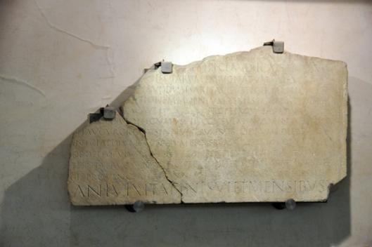 """Επιτύμβια επιγραφή του Quintus Veranius — στον οποίο  ο Ονήσανδρος αφιέρωσε το """"Στρατηγικόν""""_μουσείο Ρώμης"""