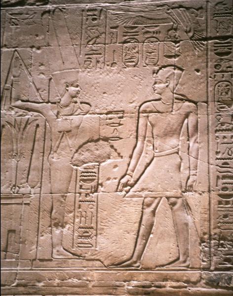 Ανάγλυφη απεικόνιση του Αλεξάνδρου ως Φαραώ στο Luxor στον ναό του Amenhotep III
