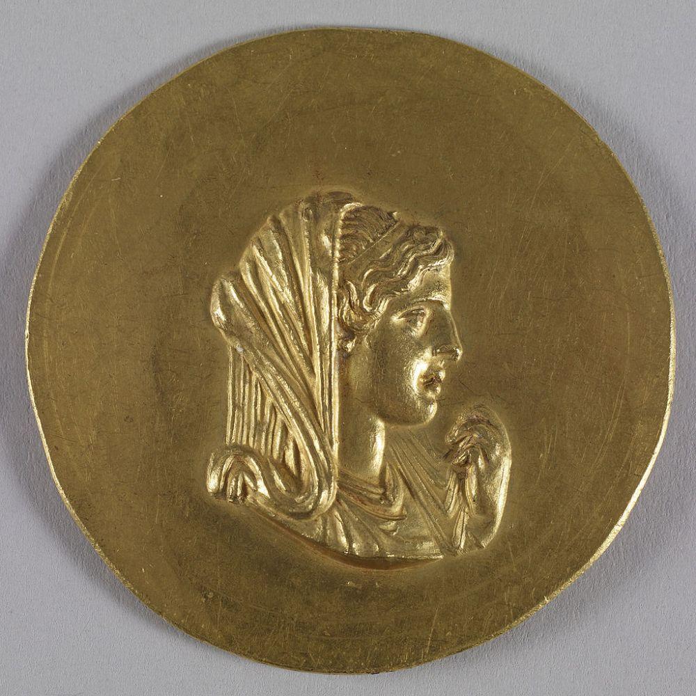 Αυτοκρατρικό Ρωμαϊκό μετάλλιο απεικονίζον την Ολυμπιάδα_ τμήμα σειράς μεταλλίων του 3ου αιώνα π.Χ_που απεικόνιζαν τον Καρακάλλα ως απόγονο του Μεγ. Αλεξάνδρου.