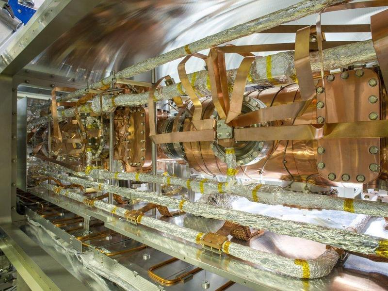 In a large outer vacuum chamber, copper ribbons transfer the low temperatures of circulating cooling pipes to an inner vacuum chamber in which the ions move on their orbits in order to cool the molecules in the CSR storage ring to a few degrees Celsius above absolute zero. © MPI for Nuclear Physics