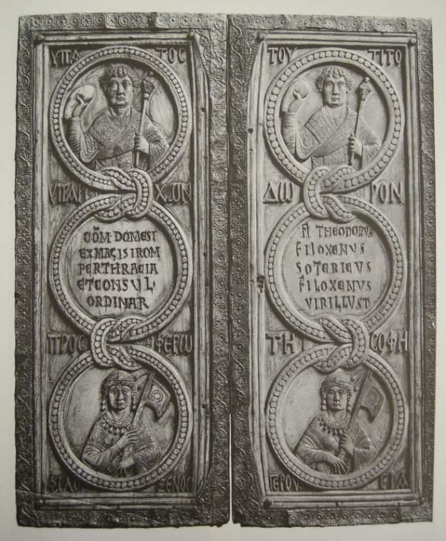 Υπατικό δίπτυχο του Φιλοξένου, με προσωποποίηση της Συγκλήτου («σοφή Γερουσία») στο κατώτερο τμήμα. Κωνσταντινούπολη, 525. © copyrights Bibliothèque nationale de France