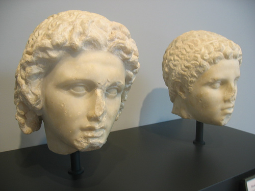 Αλέξανδρος (αριστερά) και Ηφαιστίων_μουσείο Γκετύ