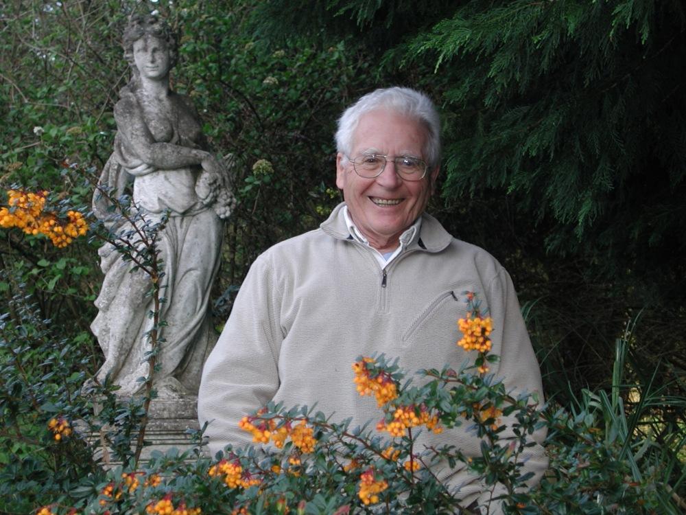 Ο Τζέιμς Εφραίμ Λάβλοκ (James Ephraim Lovelock) (γενν. 26 Ιουλίου, 1919), μέλος της Βασιλικής Εταιρείας του Λονδίνου, είναι ένας ανεξάρτητος επιστήμονας, συγγραφέας, ερευνητής και περιβαλλοντολόγος που ζει στην Κορνουάλλη, στα νοτιοδυτικά της Μεγάλης Βρετανίας. Είναι διάσημος κυρίως επειδή πρότεινε και εκλαΐκευσε την υπόθεση της Γαίας, με βάση την οποία επιχειρηματολογεί ότι η Γη λειτουργεί ως ένα είδος υπεροργανισμού (όρος πλασμένος από την Λιν Μάργκουλις)._wikipedia