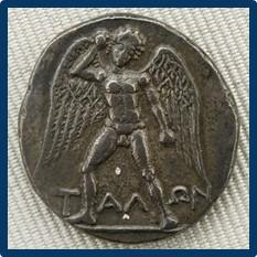Δίδραχμο της Φαιστού, 280 π.Χ. Ο φτερωτός Τάλως οπλισμένος με πέτρα_wikipedia