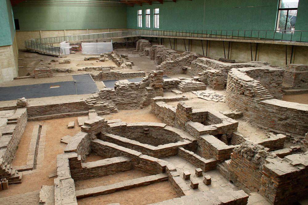 Ερείπια ανακτόρων Σιρμίου