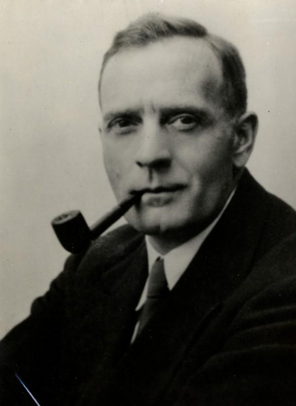 1925 Ο Αμερικανός αστρονόμος Έντουιν Χάμπλ ανακοινώνει την ανακάλυψη επιπλέον Γαλαξιών.