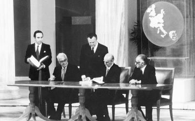 1981 Η Ελλάδα γίνεται το 10ο μέλος της Ε.Ο.Κ.
