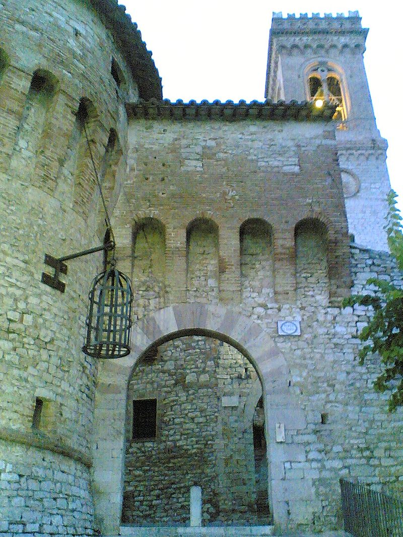 800px-Corciano-door-tower