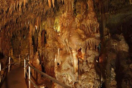 Σπήλαιο Πετραλώνων Χαλκιδικής