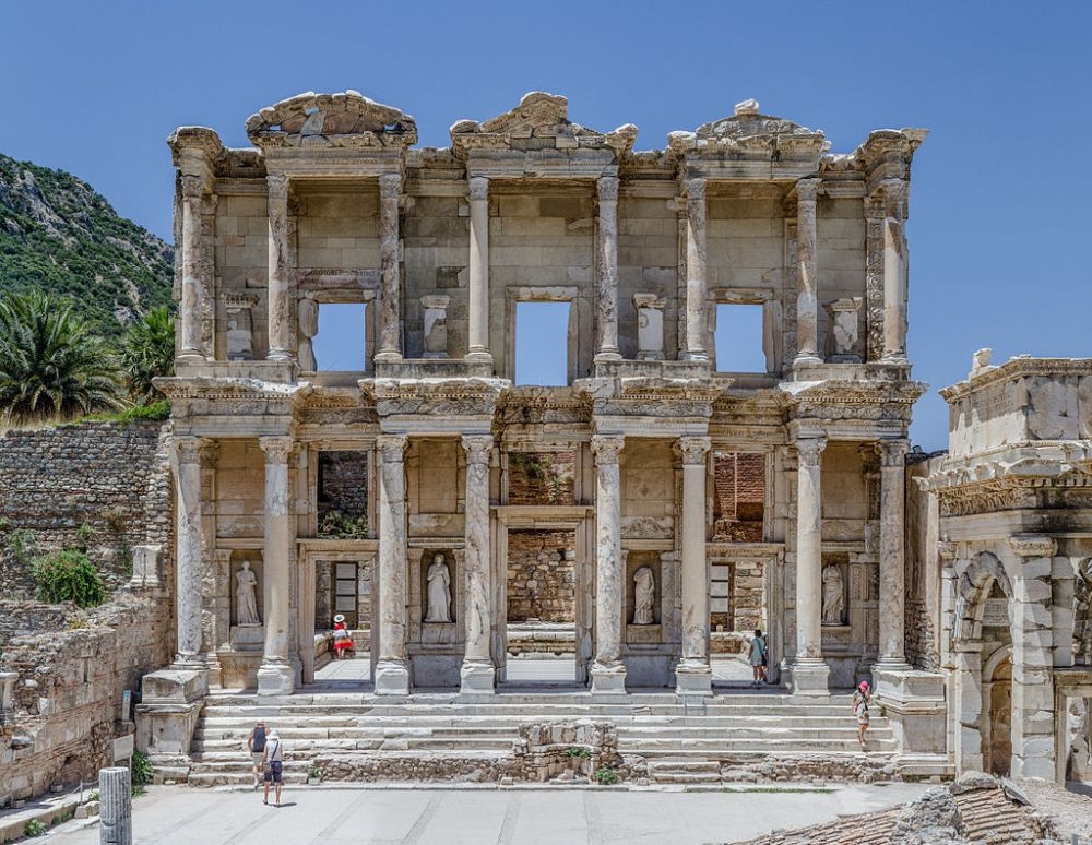 Έφεσος - Η βιβλιοθήκη του Κέλσου [URL-https://el.wikipedia.org/wiki/Έφεσος]