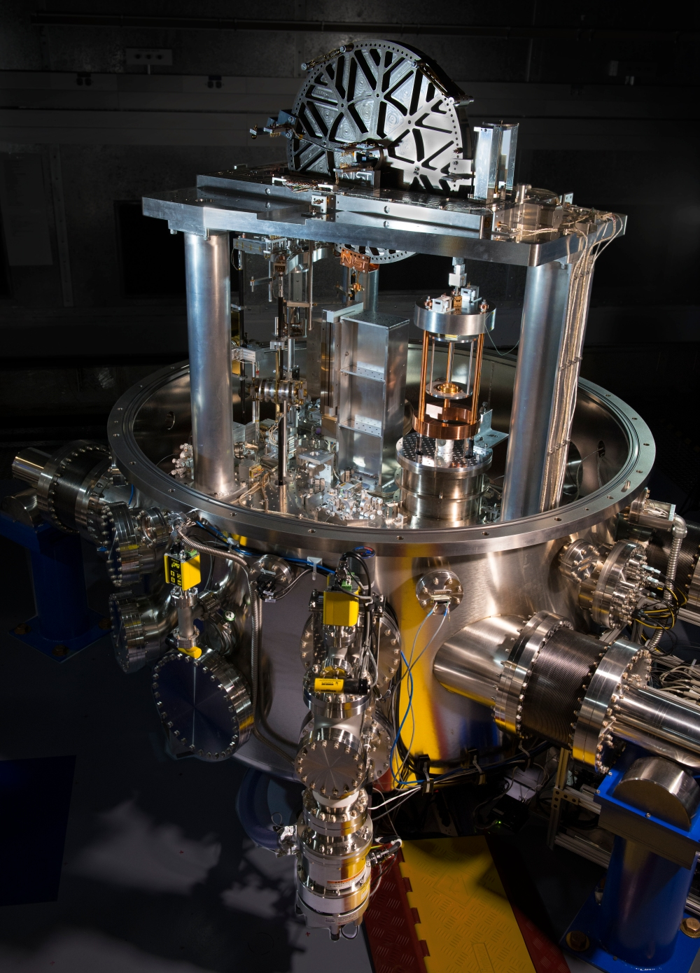 The NIST-4 watt balance has measured Planck's constant to within 34 parts per billion, demonstrating that the high-tech scale is accurate enough to assist with 2018's planned redefinition of the kilogram. Credit: J.L. Lee / NIST URL [http://nist.gov/pml/div684/nist-newest-watt-balance-brings-world-one-step-closer-to-new-kilogram.cfm]