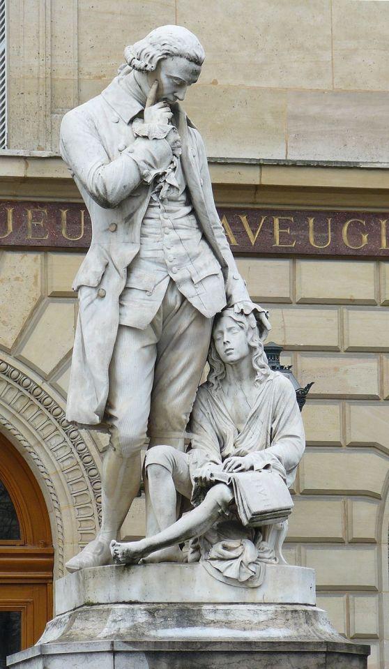 Άγαλμα του Valentin Haüy στον προαύλιο χώρο του Εθνικού Ιδρύματος Τυφλών Νέων, στη λεωφόρο των Αναπήρων στο Παρίσι Statue de Valentin Haüy dans la cour de l'Institut national des jeunes aveugles - Boulevard des Invalides - Paris Wikipedia URL [https://en.wikipedia.org/wiki/Valentin_Ha%C3%BCy]