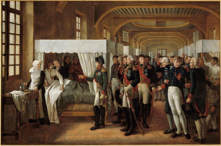 Ο Ναπολέων επισκέπτεται το νοσηλευτήριο των Αναπήρων Napoléon Ier visitant l'infirmerie des Invalides, 11 février 1808, Alexandre Veron-Bellecourt, 1809, Musée de l'Histoire de France (Versailles). Il est accompagné des maréchaux Berthier, Duroc, Murat, Sérurier (gouverneur de Invalides), et du médecin des Invalides, Jean François Coste Wikipedia URL [https://fr.wikipedia.org/wiki/H%C3%B4tel_des_Invalides#/media/File:Veron-Bellecourt_-_Napol%C3%A9on_Ier_visitant_l%27infirmerie_des_Invalides,_11_f%C3%A9vrier_1808.jpg]