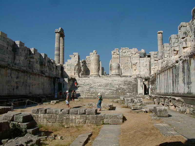 Ο αρχαίος ναός του Διδυμαίου Απόλλωνος στα Δίδυμα της Μικράς Ασίας (κοντά στην αρχαία Μίλητο) πηγή echedoros-a.gr
