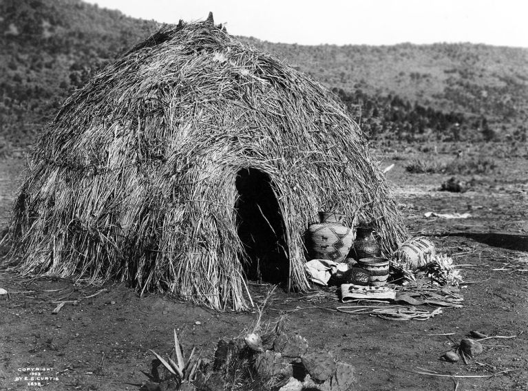 Apache wickiup, by Edward S. Curtis, 1903_wikipedia