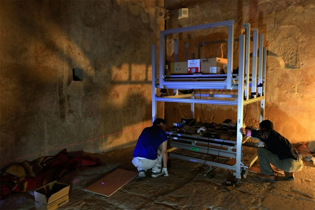 WEB_KEKs-muon-scintillator-setup-in-Khufus-Queen-Chamber (1).jpg