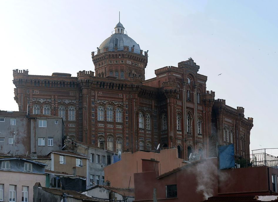 1280px-20111225_Phanar_Greek_Orthodox_College_Fenar_Istanbul_Turkey_Panoramic.jpg