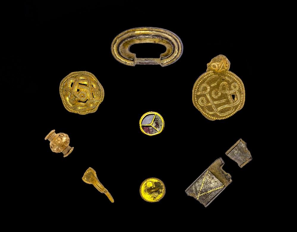 denmark iron age gold 4.jpg