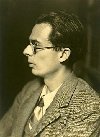 Aldous_Huxley_-_photo_Henri_Manuel (1).jpg